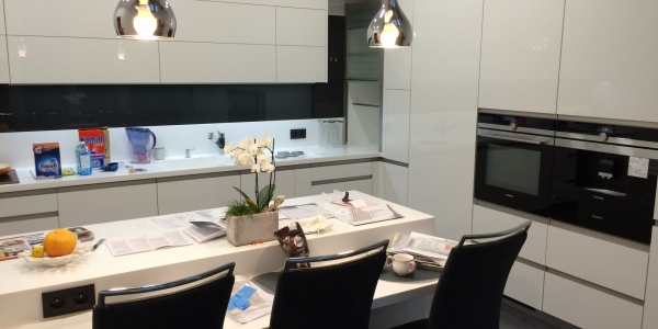 TOP ACRYLA WHITE / PD CORIAN